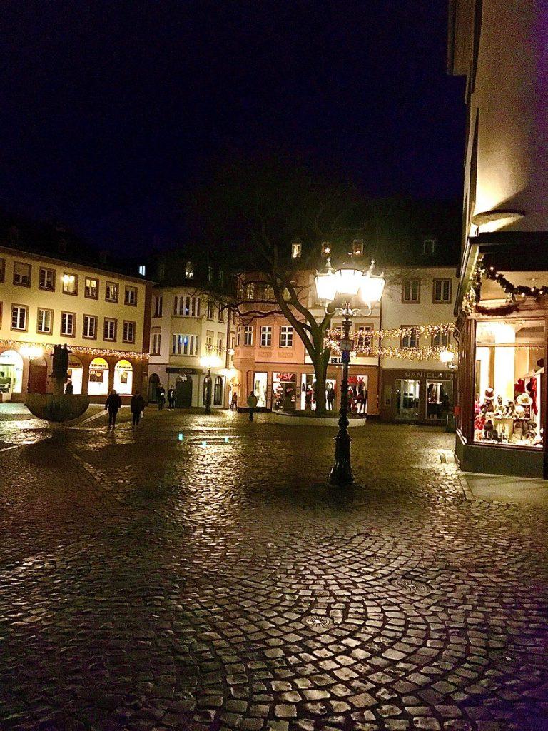Mainz im Dunkel während der Schnitzeljagd